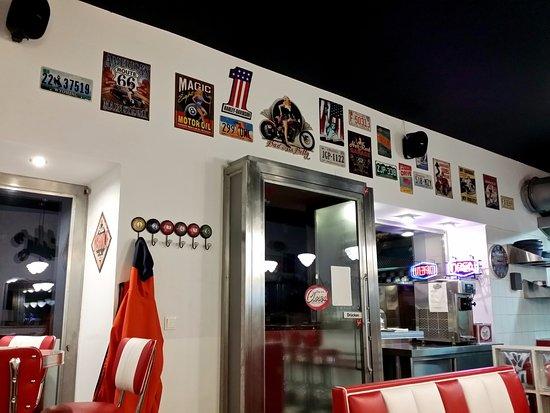 Authentische Deko - Bild von Teddy\'s American Diner, Wien - TripAdvisor