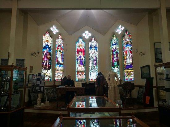 First Church of Otago: 陳列著的各種物品 (在商店內)