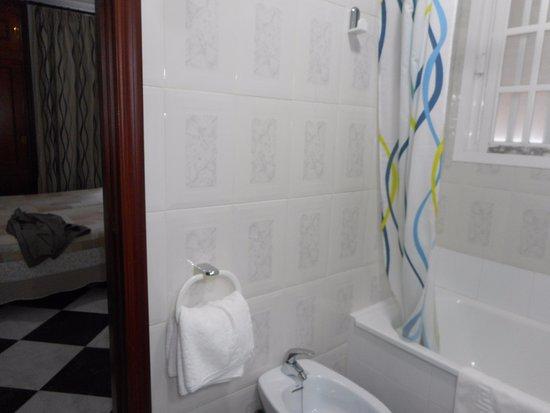 Hotel Oasis: Cuarto de baño