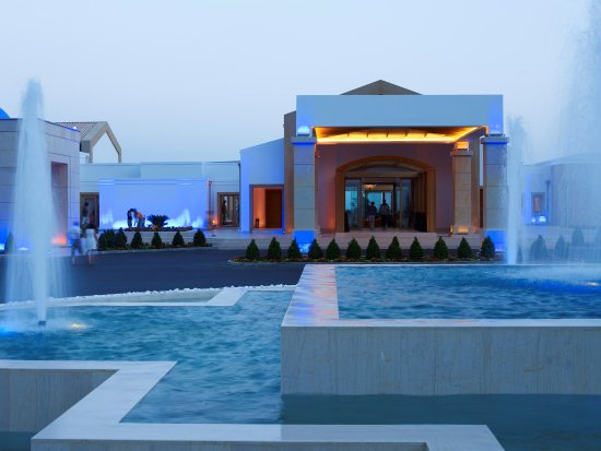 Mitsis Blue Domes Resort & Spa: Hotel entrance