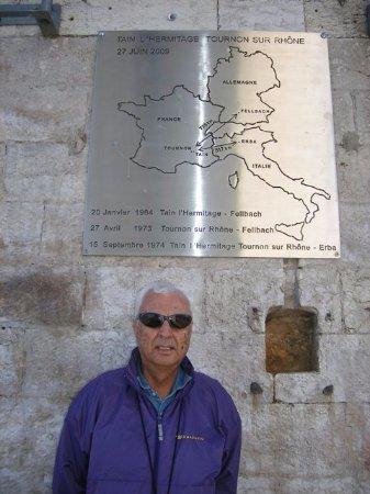 Tournon-sur-Rhône, Francia: At the entrance of Marc Seguin bridge