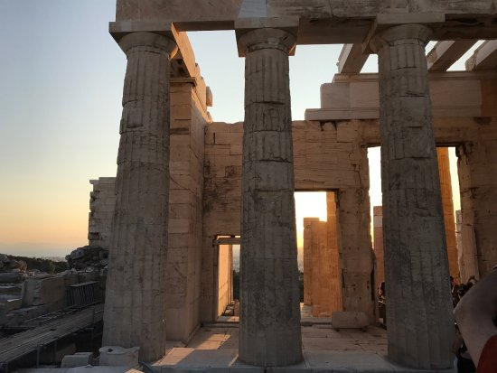 Acropole : Visiting Acropolis shortly before sunset