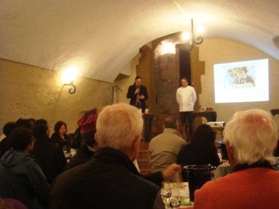 Tournon-sur-Rhône, Francia: Şatoda çikolata-şarap eşleşmesi tadımı