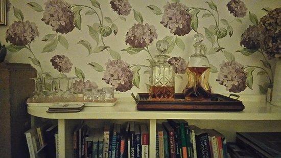 Jedburgh, UK: Complimentary Whisky And Sherry