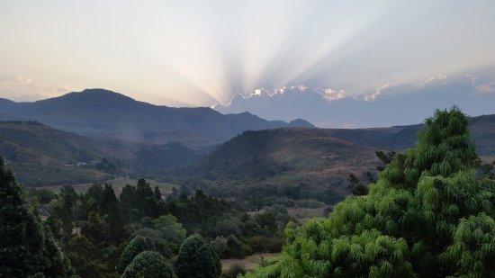 Winterton, جنوب أفريقيا: Sunset over the Drakensberg