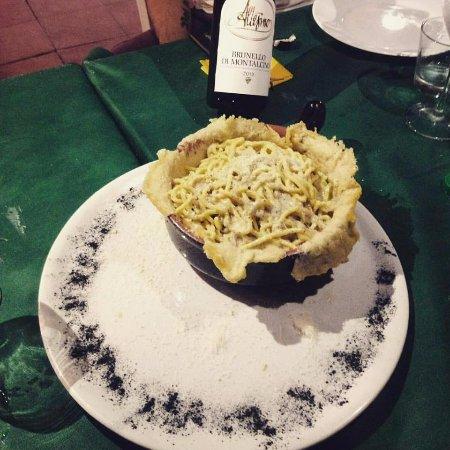 Cacio e pepe con crosta di parmigiano