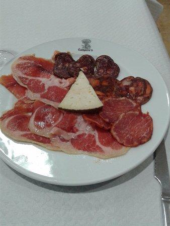 Horcajo Medianero, Spain: Ibéricos y queso