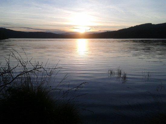 Balnain, UK: Sunset over Loch beside Lochletter Lodges