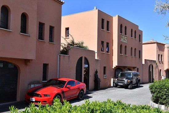 Village naturiste du cap d agde libertine property hotel for Piscine libertine