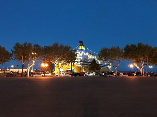 Palais Des Glaces: Vue sur le port depuis la terrasse