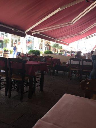 Ном Салоники, Греция: Outside tables in fresh shadow