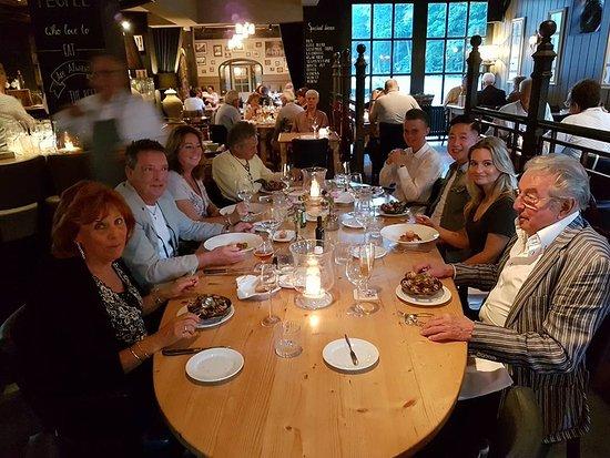 Baarn, Nederländerna: Fijne ovale tafel.