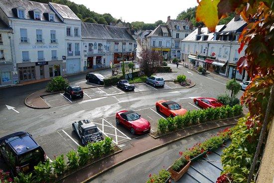 Logis de France Hotel : Place de la Republique, La Chartre sur le Loir