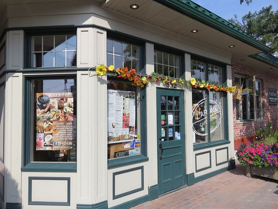 L'Arome Cafe Bistro: Restaurant exterior