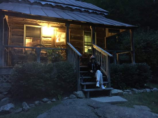 Cabins At Crabtree Falls: Annie's Cabin Porch