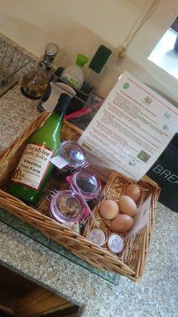 Hartington, UK: Breakfast basket