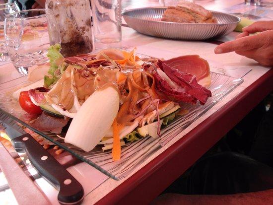 Camprieu, France : Salade et son jambon cru