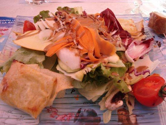 Camprieu, France : Salade et son chèvre chaud