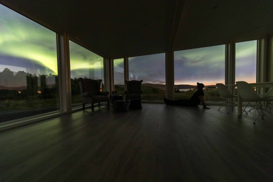 Senja, Norwegia: Enjoy the aurora from the inside of our glass panorama buildings