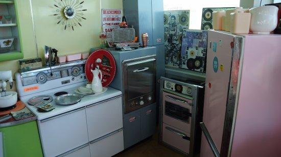 The Doo Wop Preservation League Museum: 50s Kitchen