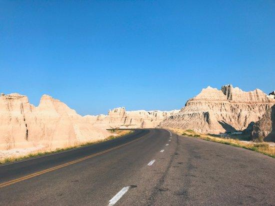 Interior, Южная Дакота: driving through the park
