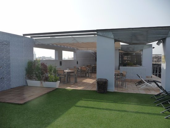 NH Sevilla Plaza de Armas: Bar da piscina