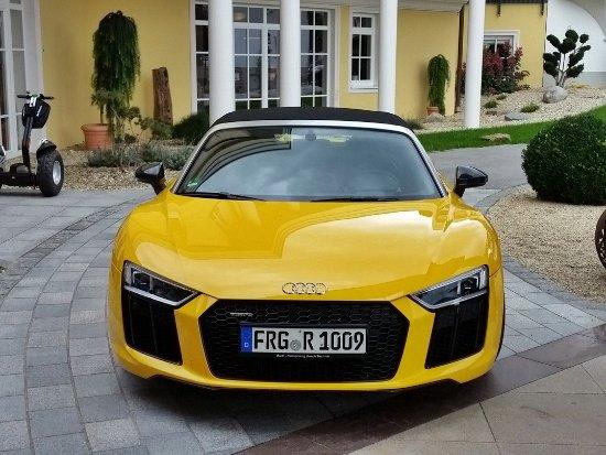 Rohrnbach, Tyskland: Audi R8 Cabrio des Hotels
