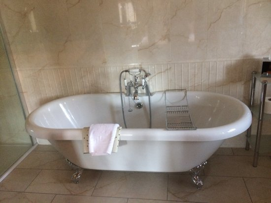 Knowl Hill, UK: luxury bathroom with roll top bath