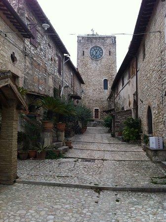 Vallo di Nera, Italy: Vicolo medioevale nei pressi della Chiesa di San Giovanni Battista ad Arrone