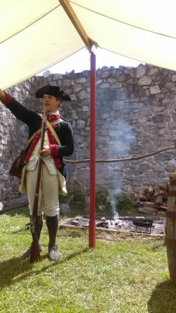 Big Pool, แมรี่แลนด์: Talking about Revolutionary War events at the fort.