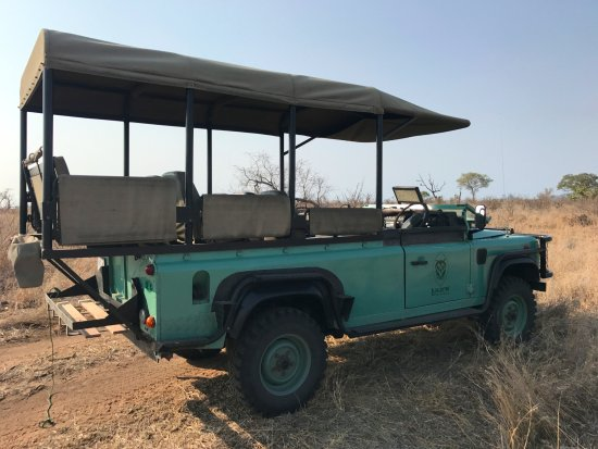 Lukimbi Safari Lodge: Game Viewing vehicle