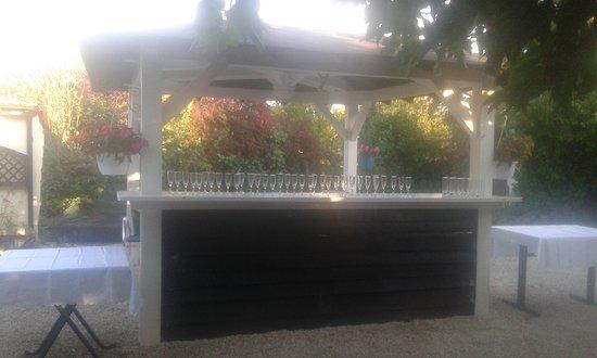 Prigonrieux, France : La terrasse ombragée situé derrière le restaurant