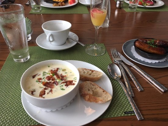Easton, MD: Brunch- Corn Chowder and a side of sausage