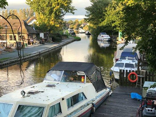 Bilsborrow, UK: Lancaster canal from opposite back