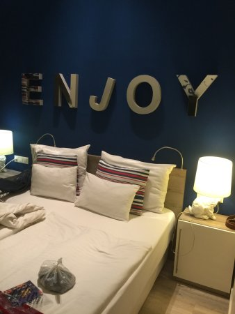 Estilo Fashion Hotel: The room