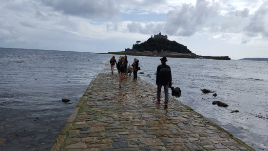 ‪‪Pendoggett‬, UK: The walkway to St. Michael's mount is starting to appear as the tide goes out.‬