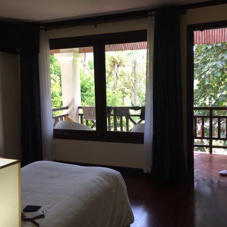 picture of parasol blanc luang prabang. Black Bedroom Furniture Sets. Home Design Ideas
