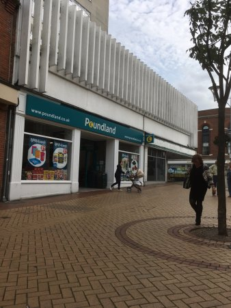 Chelmsford, UK: Poundland shop