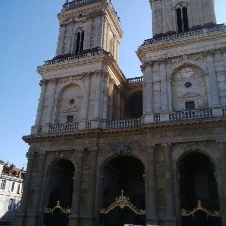 Cathedrale Sainte Marie : Les tours imposantes de la cathédrale