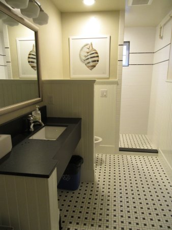 Roche Harbor Resort: common bathroom, always available