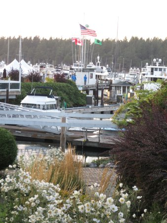 Roche Harbor Resort: every evening there isa flags ceremony