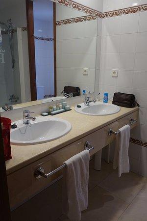 Parador de Cuenca: Bathroom