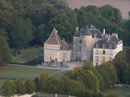 Thure, France: CHATEAU DE BOUSSAY 37