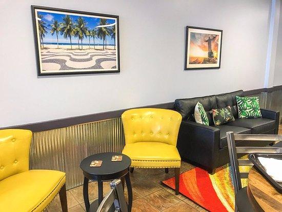Downers Grove, IL: Coffee/Bar Area