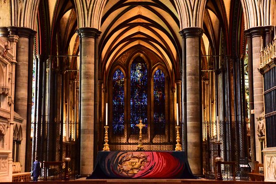 Salisbury Cathedral and Magna Carta: Beautiful light inside