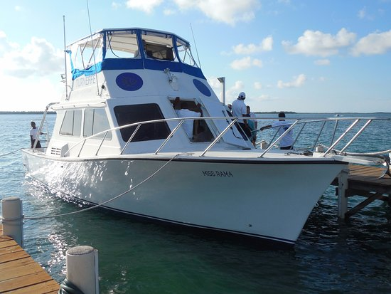 Turneffe-øyene, Belize: Boat which brings you to Turneffe from Belize City and back again