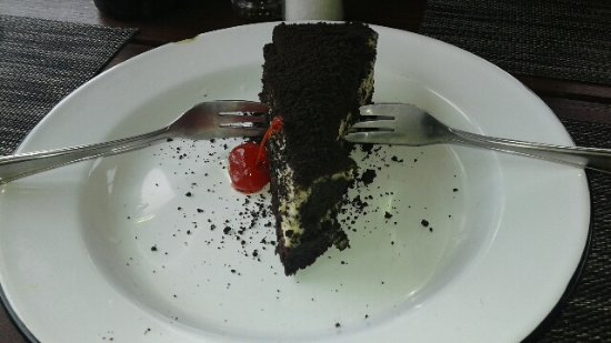 Storms River, South Africa: Cookies & cream pie...OMG. Saw it when we walked in and just had to try it!
