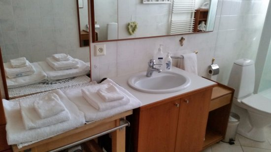 Akranes, Iceland: The Bathroom.