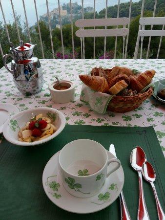 Domaine Pins Paul: Terrasse et petit déjeuner 2