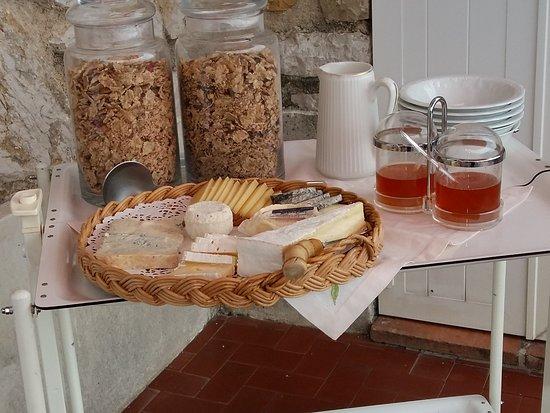 Domaine Pins Paul: Terrasse et petit déjeuner 3